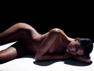 ¿ primavera ya está instalada en el cuerpo de la rusa Irina Shayk, ya que lanovia del futbolista del Real Madrid, Cristiano Ronaldo, se desnudó por una buena causa enuna sesión de fotos. La ojiverde de 27 años y de anatomía de uinfarto (con medidas de86.5-58-88), compartió las imágenes a través de su página de […]
