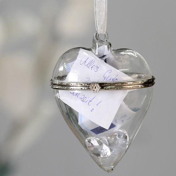 Geldgeschenke zur Hochzeit in einem eleganten Glasanhänger schön verpacken