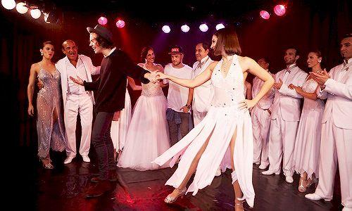 Foto de Harry bailando tango en una presentación que estuvieron en el Hotel Faena en Buenos Aires, Arg el 5/Mayo. #NN pic.twitter.com/9KQMusqxOr