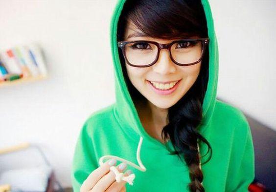 So cute!!! I love her glasses...