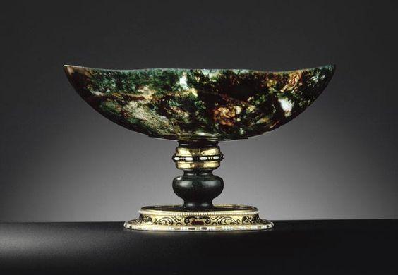 Coupe ovale en jaspe fleuri, entrée dans la collection du cardinal Mazarin et puis dans celle de Louis XIV – Ottavio Miseroni, Prague, fin du XVIe siècle - début du XVIIe siècle - Paris, Musée du Louvre:
