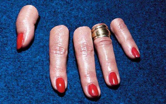 Vão-se os anéis, ficam os dedos
