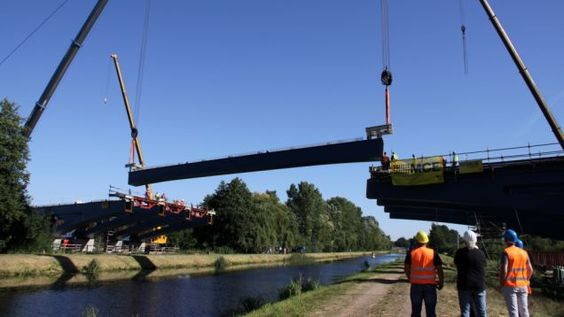 Grabow : Teilstück für A-14-Brücke montiert | svz.de