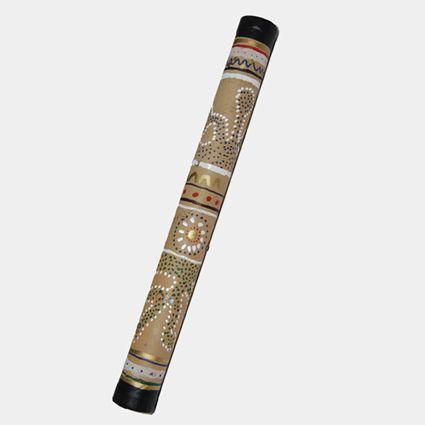 Les instruments à percussion permettent de découvrir la musique, le rythme et de faire la fête... Autant ludique à fabriquer qu'à manipuler ce bâton de pluie a des effets relaxants.