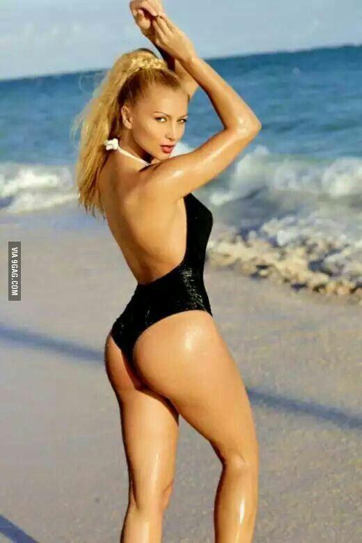 Laura Petrescu - Romanian Hot Lora