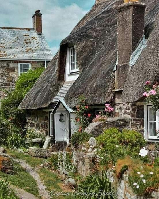 Beautiful Thatched English Country Cottage In 2020 English Country Cottages English Cottage Style Fairytale Cottage