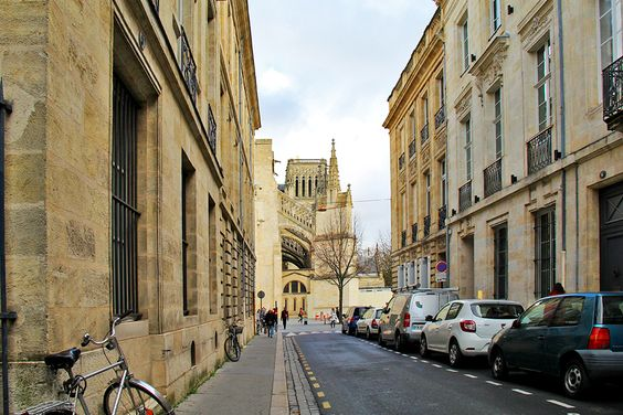 А на этой улочке виден Собор Сен-Андре