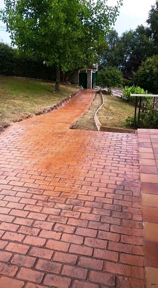 Entrada a casa particular en hormig n estampado con ankare - Pavimento de corcho ...