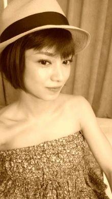 平愛梨ベアトップのファッショングラビア