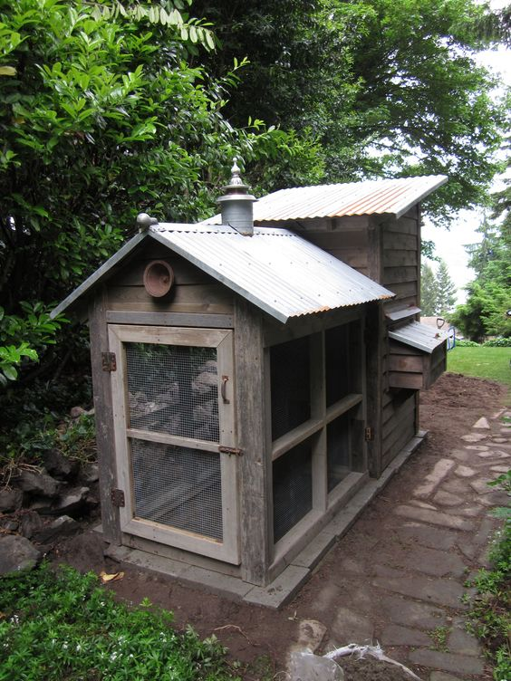 This is the chicken run on the back of the urban coop. Perfect for enjoying fresh eggs from your own chickens!  Made by fellow Pinner @bob Bowling
