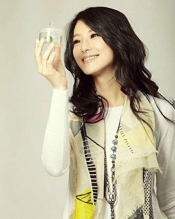 ... 看女孩的笑容 嘴角會不自覺上揚 #賴雅妍 #meganlai
