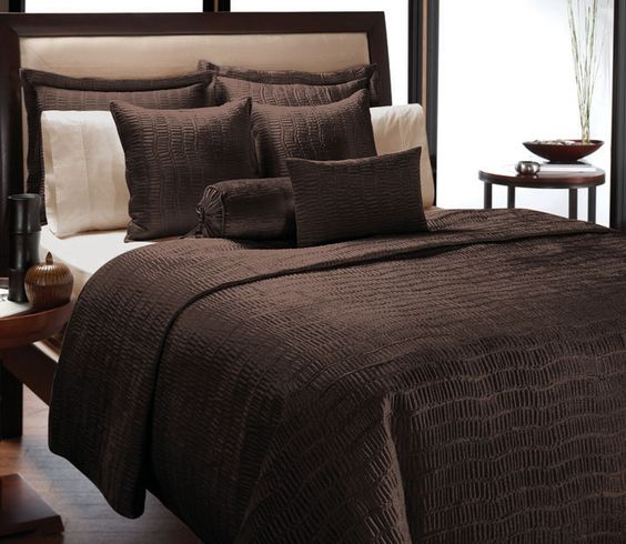<li>Classic quilt set is a beautiful way to update your bedroom decor <li>Quilt is featured in single tone with an intricately stitched design  <li>Velvet bedding set is elegant and understated