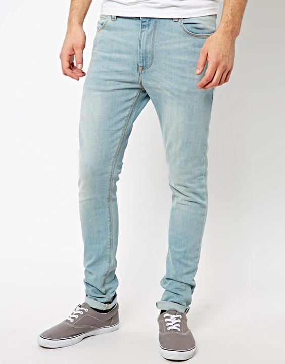 €45, Hellblaue Jeans von Asos. Online-Shop: Asos. Klicken Sie hier für mehr Informationen: https://lookastic.com/men/shop_items/18038/redirect