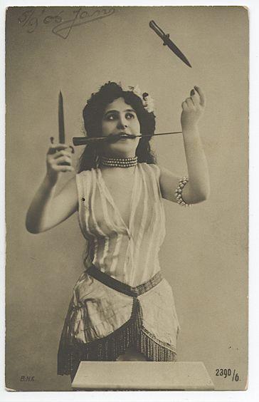 Knife juggler