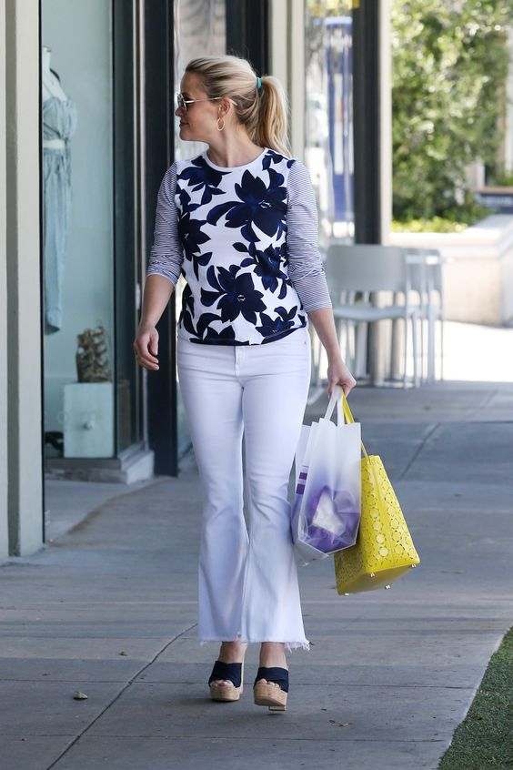 Reese Witherspoon Out in Brentwood, CA, 03/31/16