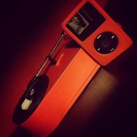 Rojo clásico #iPod #ipodclassic #music #vintage #clásico #vinilo #instalife #lp #fotodeldia