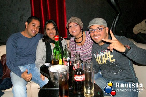 Revista Venezolana  http://www.revistavenezolana.com/2012/12/fotos-de-la-rumba-decembrina-en-barcelona/#sg13