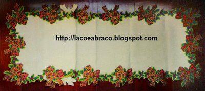 O Laço e o Abraço: Caminho de Mesa em Decoupage para o Natal