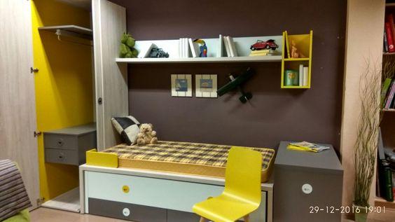 Armario con puerta corredera y batiente, compacto para 2 camas y  cajones, arcón escritorio extraíble, estanterías colgadas… todo lo que necesitas en esta preciosa exposición de Muebles Los Pacos de Alcalá de Henares