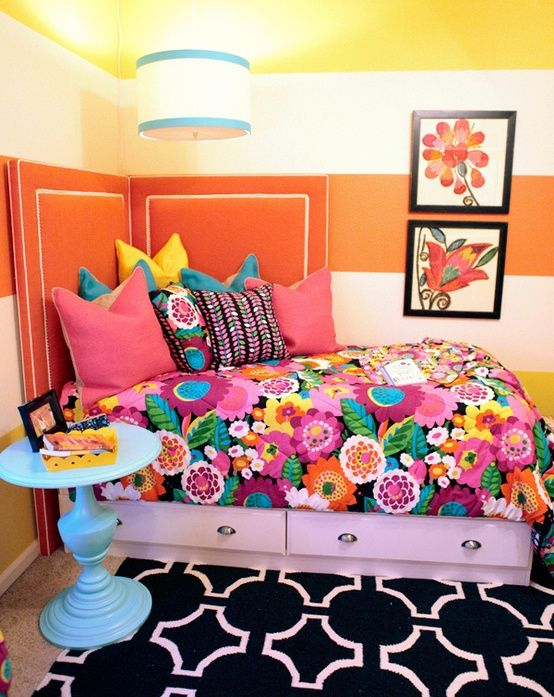 Dress Your Dorm Grand Prize winner - Va Va Bloom room makeover... splitting the headboard for a small space-- what a great idea!