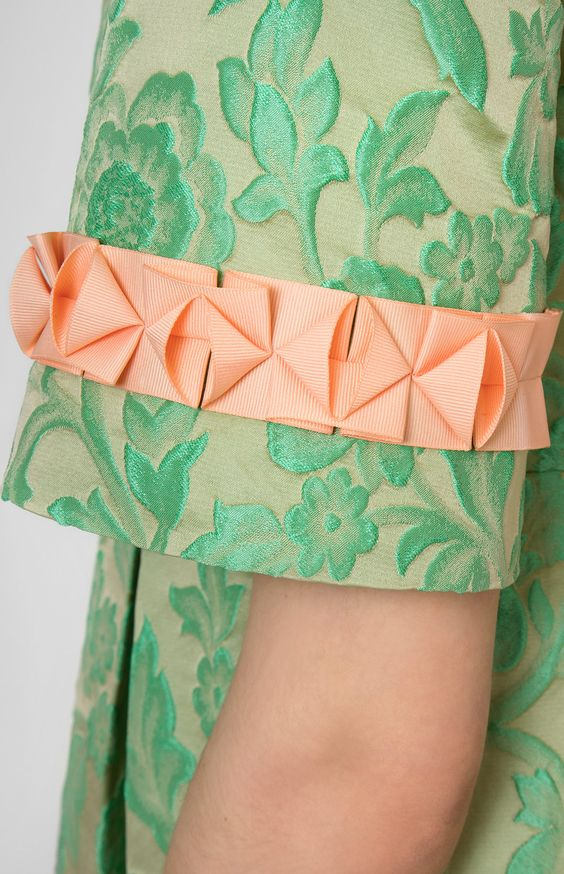 Ribbon-trim thick jacquard dress. Boat neck. Back with a round low cut. Hidden back zip closure. Side seam pockets. #Pintel #work #cocktail #green #orange #origami #dress #cute #pretty #midi #style #handmade #ribbon #rose