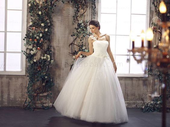 One-Shoulder-Ivory-Floor-Length-Princess-Wedding-Dress-B21992