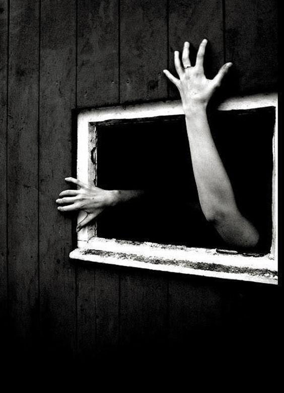 (…) ah, déjame entrar, déjame ver algún día como ven tus ojos…(Ah, let me in, let me see someday as your eyes see.)  Julio Cortázar.