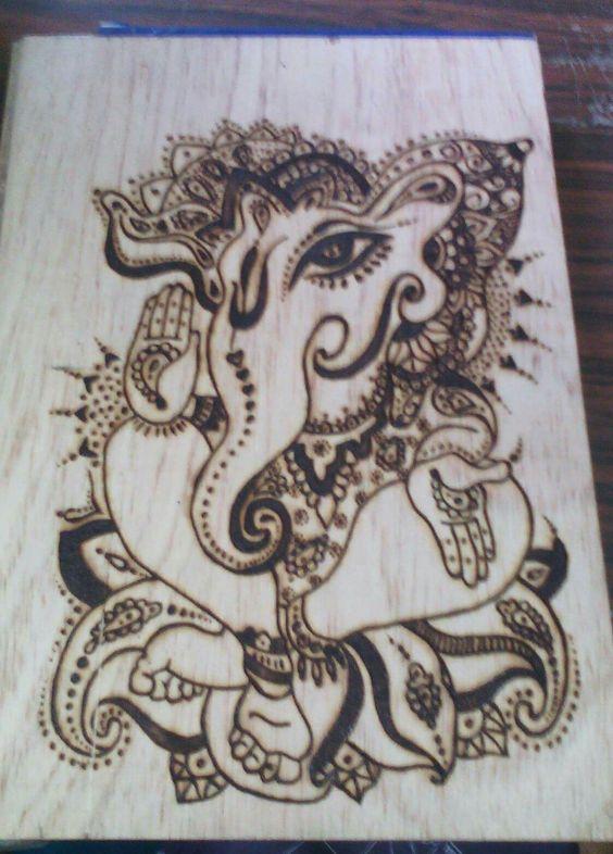 Elefante indu pirograbado