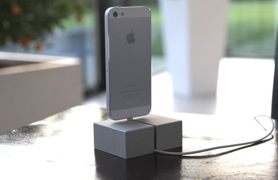 Sir James DAS DOCK - iPhone 5 Dockingstation aus einem Block ...