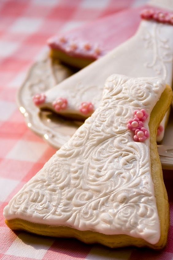 wedding dress cookies....