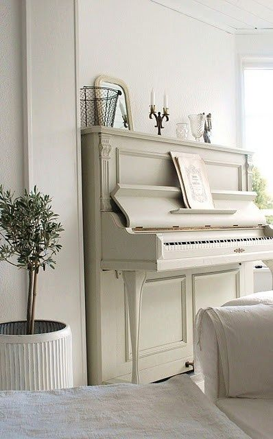 White piano in room with tone on tone decor and a quiet atmosphere. #toneontone #whitepiano
