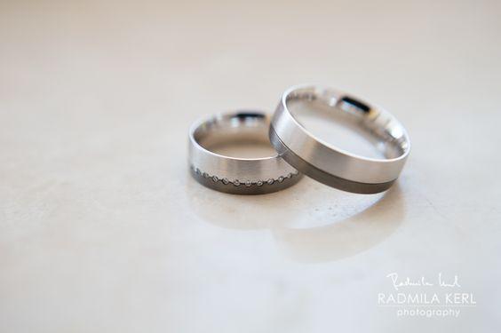 wedding rings by (c) radmila kerl wedding photography munich  Zweifarbige Eheringe