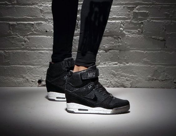 nike air revolution noir