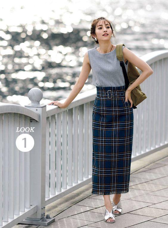 ブルーのスカートの堀田茜