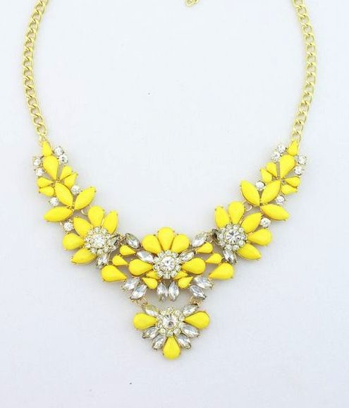 Statement necklace - yellow