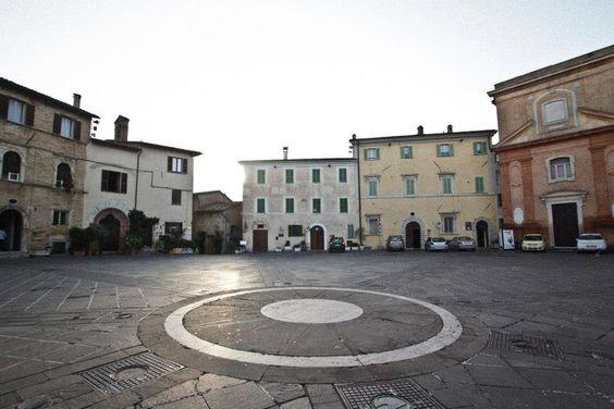 Montefalco. Piazza del Comune #Umbria #Montefalco #Italy #Countryside