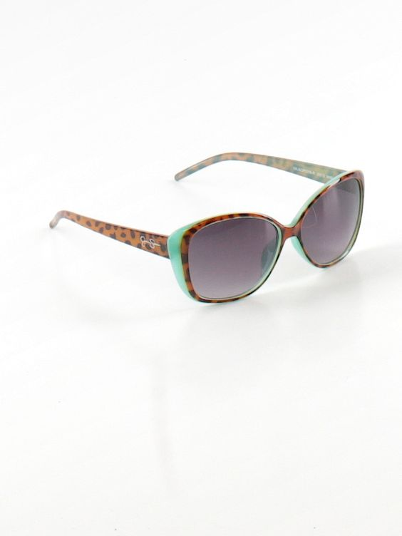 Check it out—Jessica Simpson Sunglasses for $21.49 at thredUP!