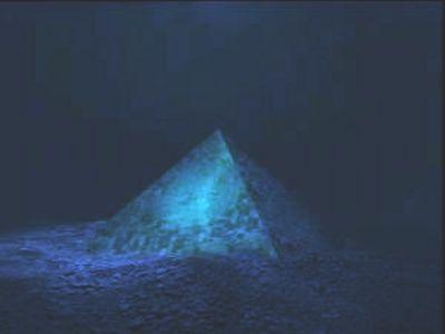 Twee gigantische kristallen piramides ontdekt in het midden van de Bermudadriehoek