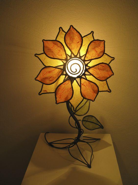 Girasole, lampada da tavolo. Altezza 35 cm, Larghezza 20 cm, Profondità 20 cm.