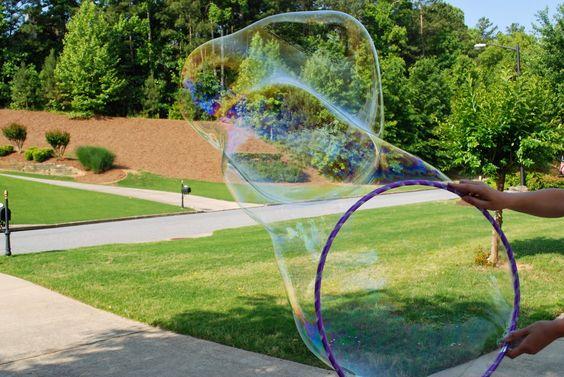 más y más manualidades: Aprende a hacer burbujas gigantes con esta receta