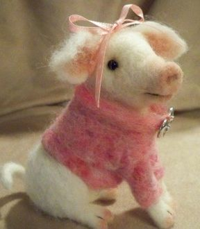 So cute needle felted pig: