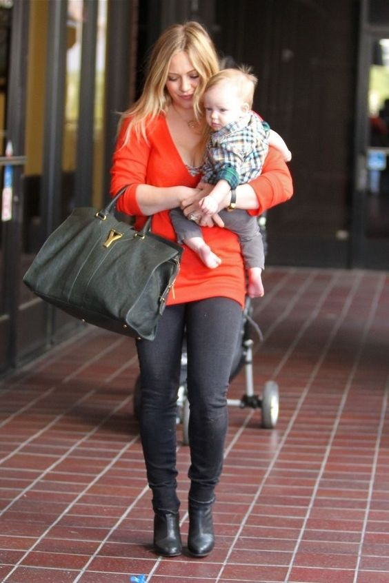 2012 > Hilary Duff Takes Luca to Babies First Class