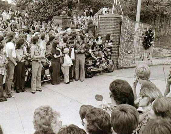 Adiós a Elvis, a las puertas de Graceland