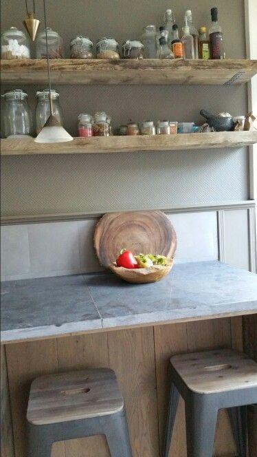 Landelijk en sober Keukenblok van hardstenen buitentegels