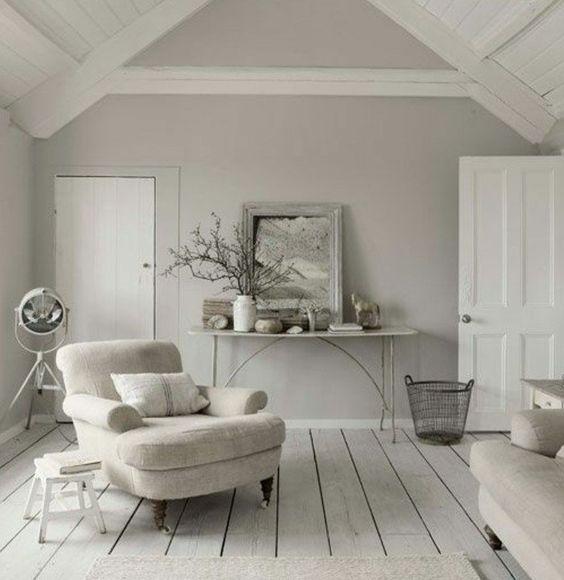 décor extrêmement sobre à lignes épurées, salon gris et blanc, couleur gris perle, idée déco salon simple et élégante