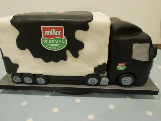 Muller Wiseman delivery lorry by Scrumptious Cakes Minehead
