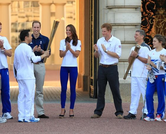 Olympic Torch welcomed at Buckingham  Palace