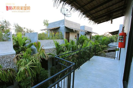 ที่พักหัวหิน The Curve Residence Hua Hin ใกล้หาดเขาเต่า รีสอร์ทเล็กๆสไตล์ปูนเปลือย พร้อมระเบียงห้องพักที่กว้างขวาง ให้นั่งดื่มกันชิลๆแบบส่วนตัว