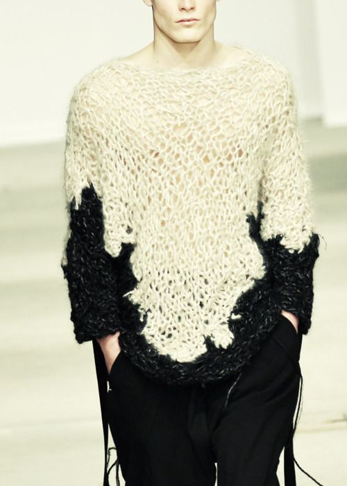 I need to find out how to make this! I'm even ready to finally learn how to knit ;-) | Josephus Thimister | fall winter 2011/2012:
