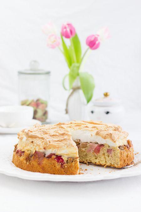 Rhbarb Maringue Cake // Rhabarber-Baiser-Kuchen